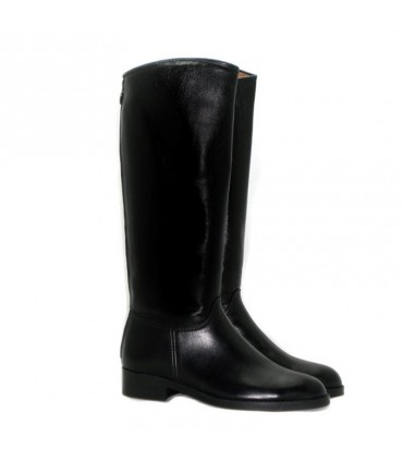 Lou boots Donella