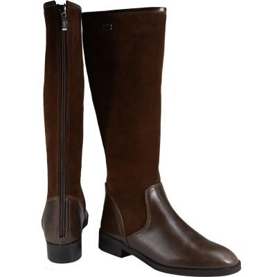 Lou boots Paola
