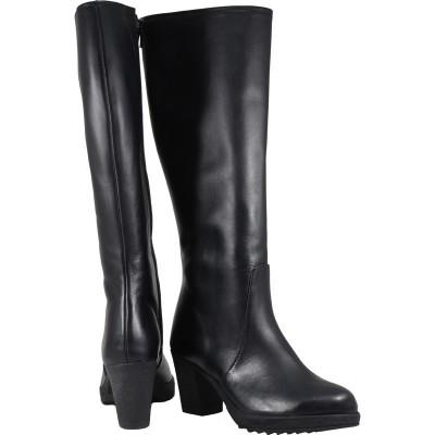 Lou boots Miranda
