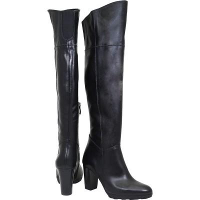 Lou boots Nikol